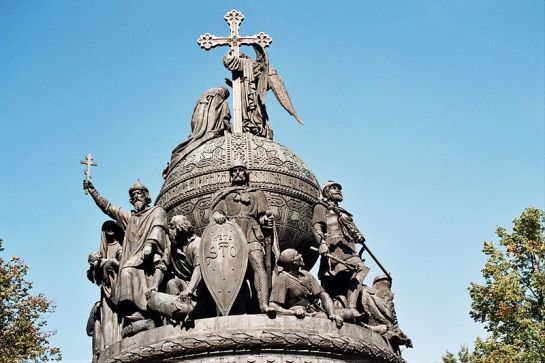 800px-Top_of_the_Millennium_of_Russia_Monument_in_Novgorod,_2005
